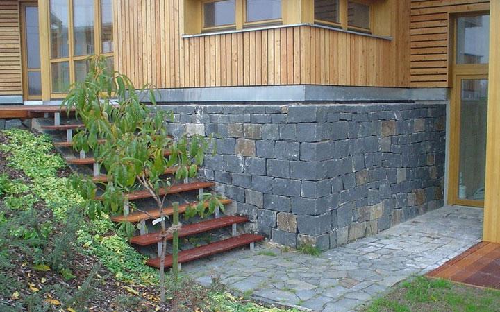 Basalt Schichtmauerwerk 15x25
