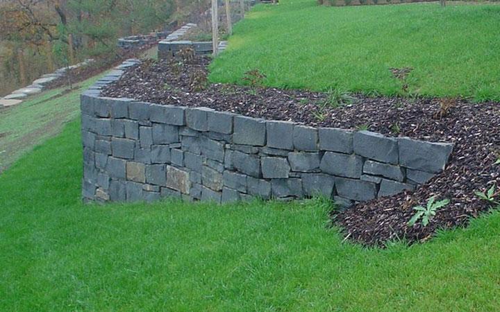 Basalt Schichtmauerwerk 15x40