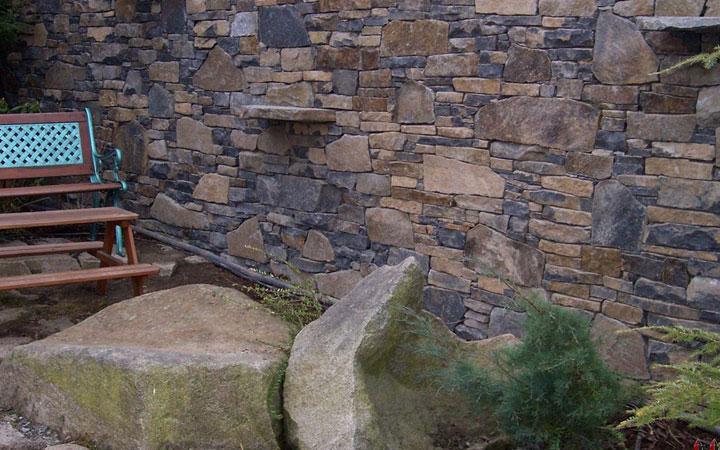 Basalt Schichtmauerwerk 20-35cm