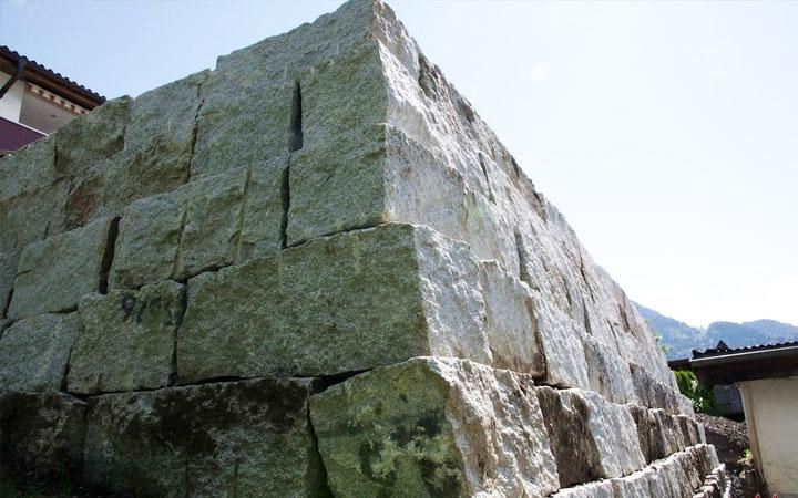 Granitblöcke in verschiedenen Größen